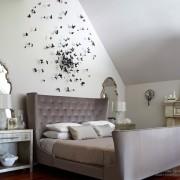 Спальня с декором из бабочек