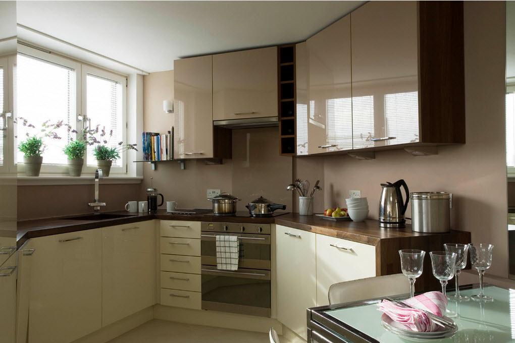 Глянец в пастельных тонах - беспроигрышный вариант для маленькой кухни