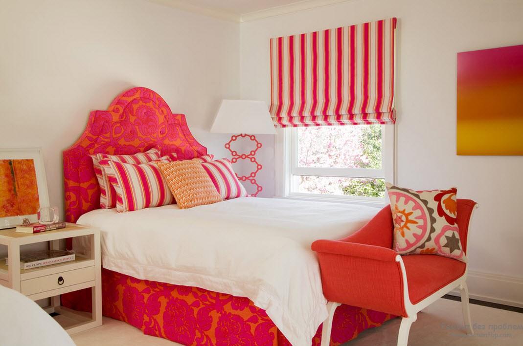 Красно-розовая спальня