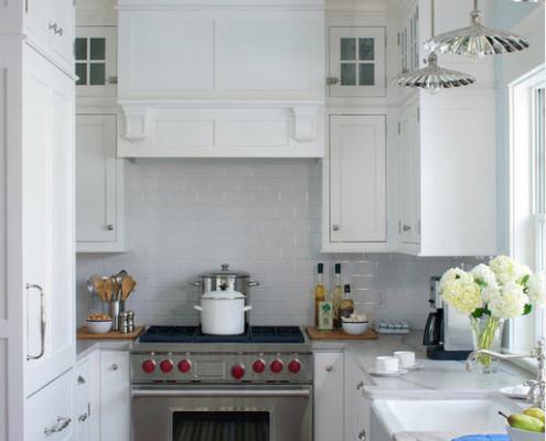 Кухня в белом оформлении