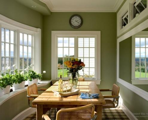 Столовая с оливковыми стенами