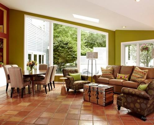 Стены оливковые и мебель другого цвета