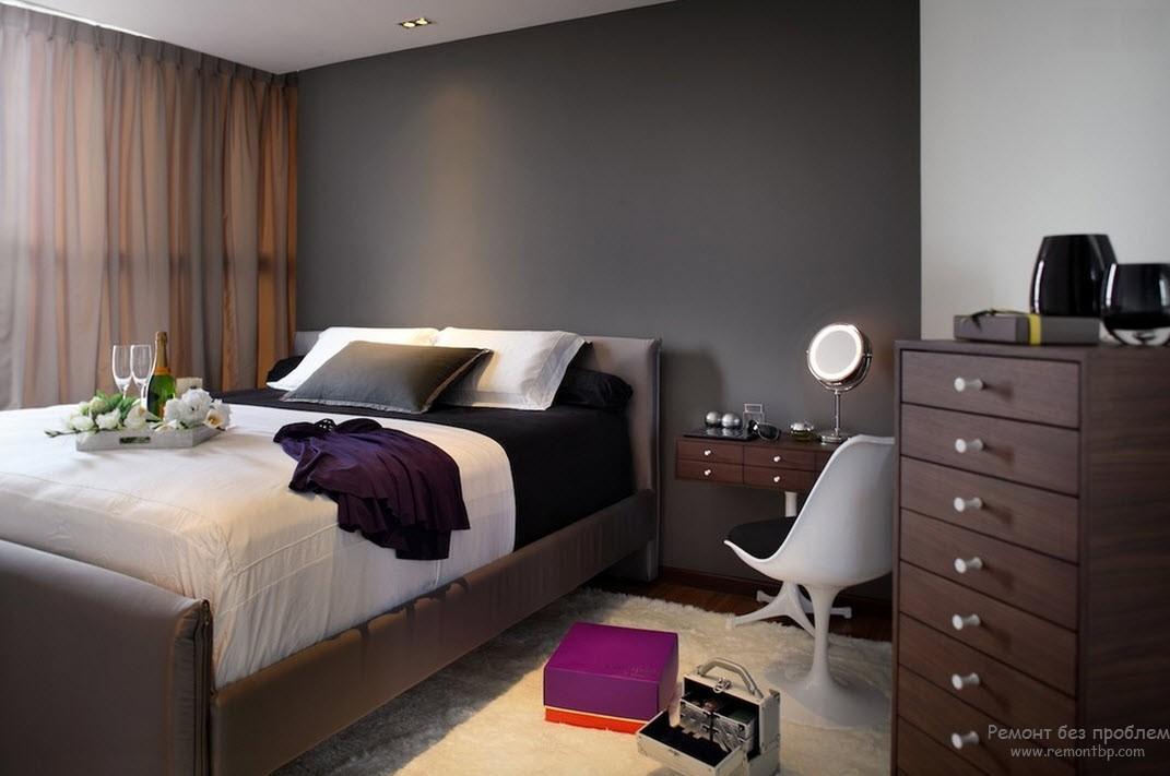 Практичная мебель в черно-белой спальне