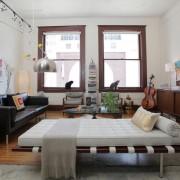 Дизайн гостиной-спальни оформлен в едином духе