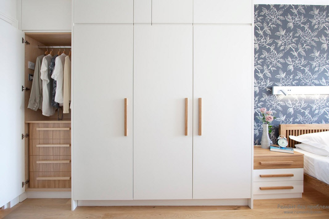 Гармоничный интерьер спальни со шкафом-купе