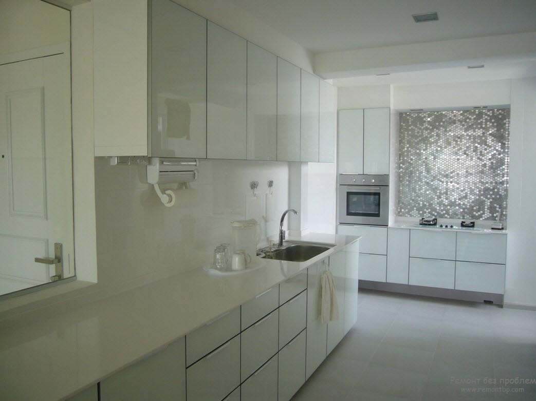 Металлическая мозаика очень эффектно смотрится в интерьере кухни