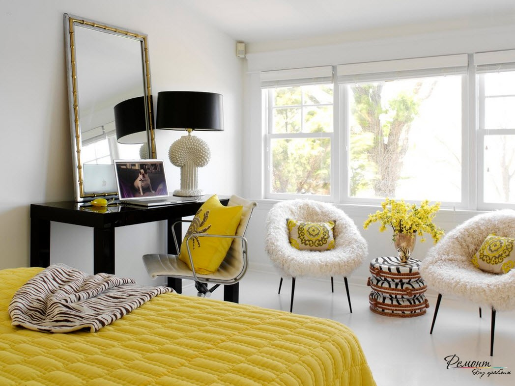 Чтобы небольшая комната выглядела свежее, используйте желтый в качестве акцента