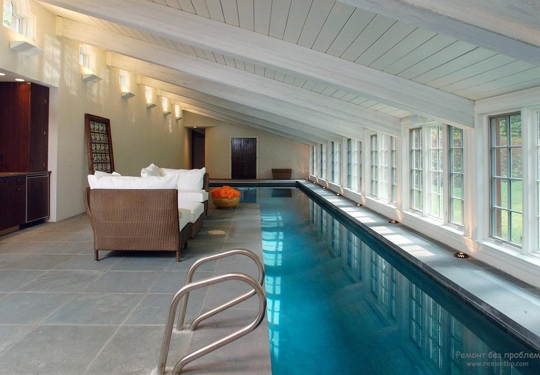 Дизайн помещения с бассейном со специальной напольной плиткой