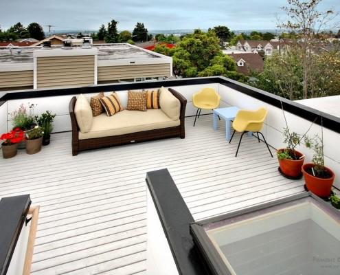 Стильный интерьер террасы на крыше