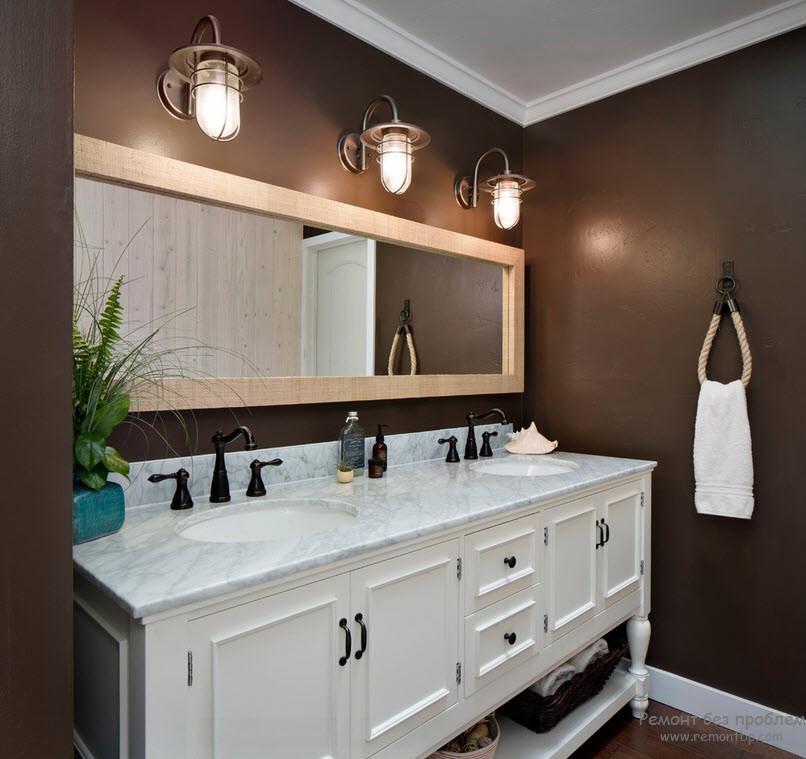Використання поєднання коричневого з білим в інтер'єрі ванної кімнати в морському стилі