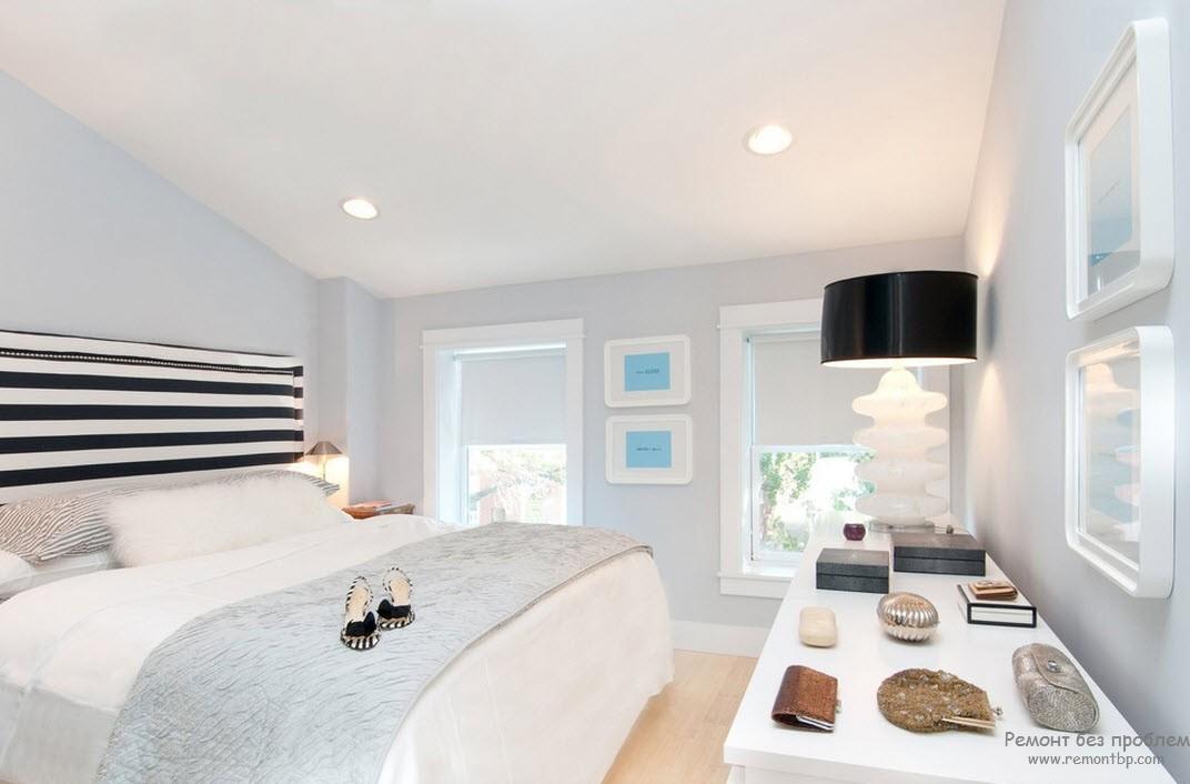 Чорно-біла спальня з мінімум білого