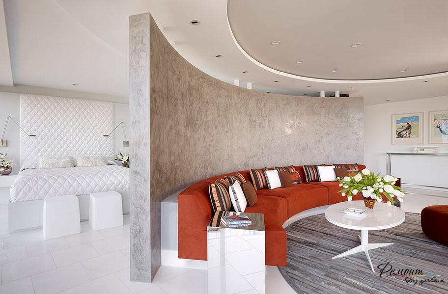Оригинальный и очень красивый интерьер гостиной-спальни с перегородкой