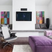 Контрастные цвета в белой комнате