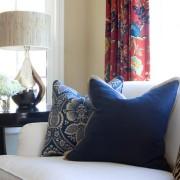 Выбираем диванные подушки для гостиной