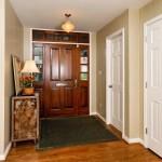 Белые двери в интерьере — современно ли это?