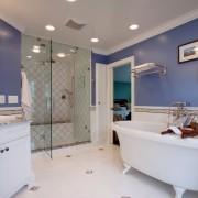Голубая иллюзия ванной