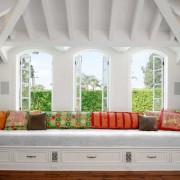 Дизайн окон в гостиной — какой он сегодня?