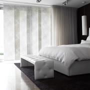 Изысканный интерьеру придают японские шторы с нежным узором
