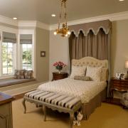 Плиссе в оформлении окон спальной комнаты