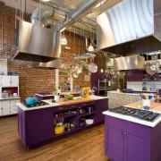 Интерьер кухни фиолетового цвета