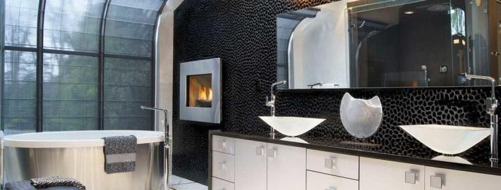Стильное и вечное сочетание черного с белым в интерьере ванной комнаты