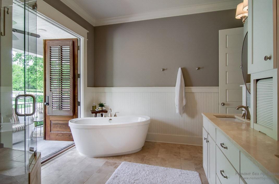 Красивый дизайн ванной комнаты с использованием серого, белого и бежевого оттенков