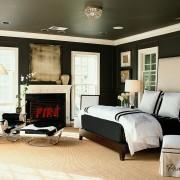 Уютный интерьер в черном исполнении