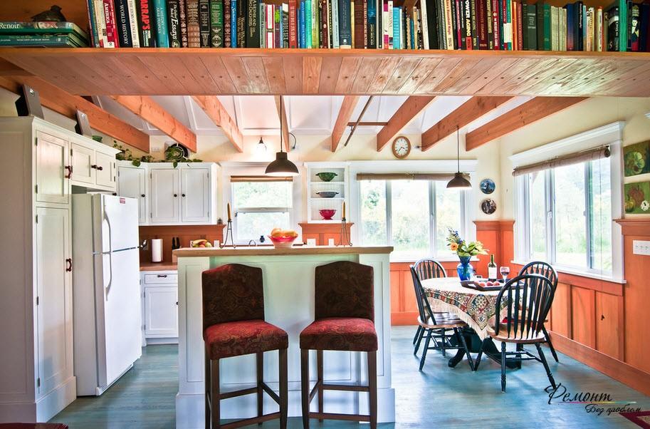 В тесном помещении книги можно расположить над потолком, если не боитесь, что они упадут вам на голову