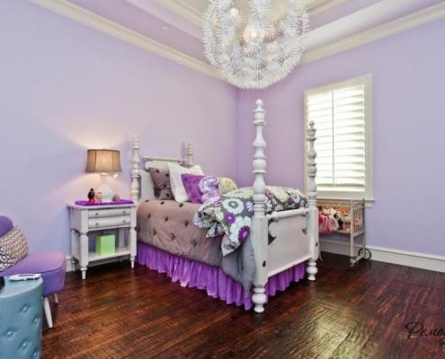 Интерьер фиолетово белый
