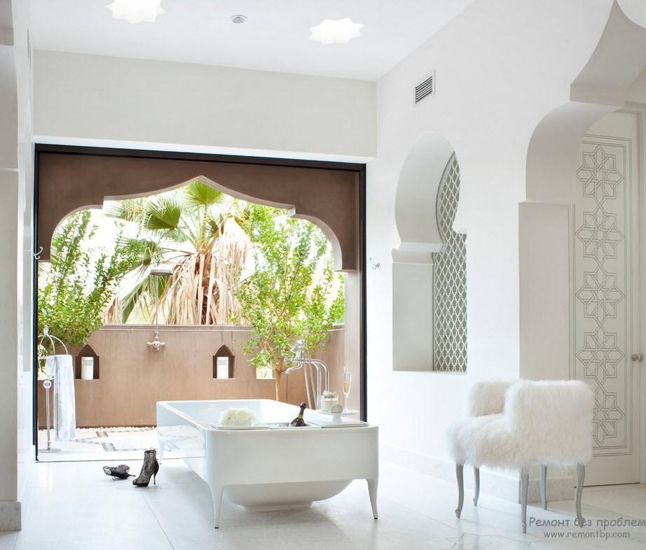 Для Арабского стиля характерны остроконечные арки и проемы