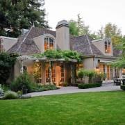 Ландшафтный дизайн частного и загородного дома со двором на фото