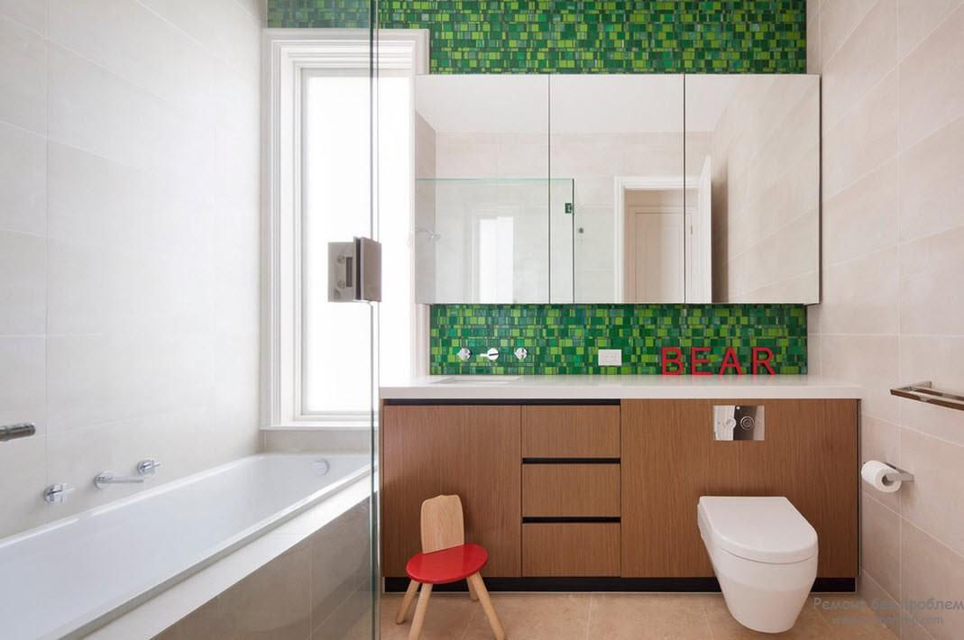 Декорирование одной стены ваннй комнаты насыщенным зеленым