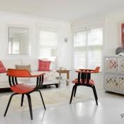 Яркие кресла в гостиной