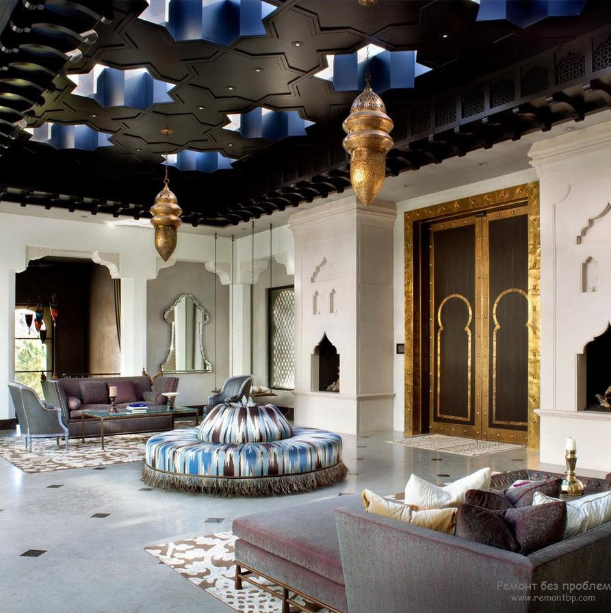 Ковры, диваны, подушки и потолок в виде синих звезд