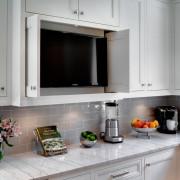 Телевизор в шкафу на кухне
