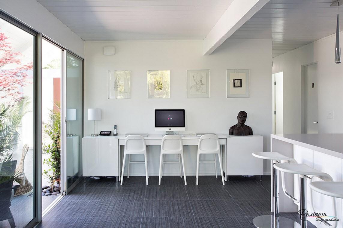 Если кухня большая, найдется место и для компьютера