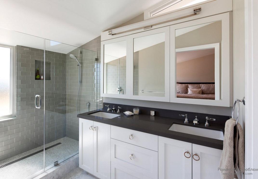 Серо-белый интерьер ванной комнаты