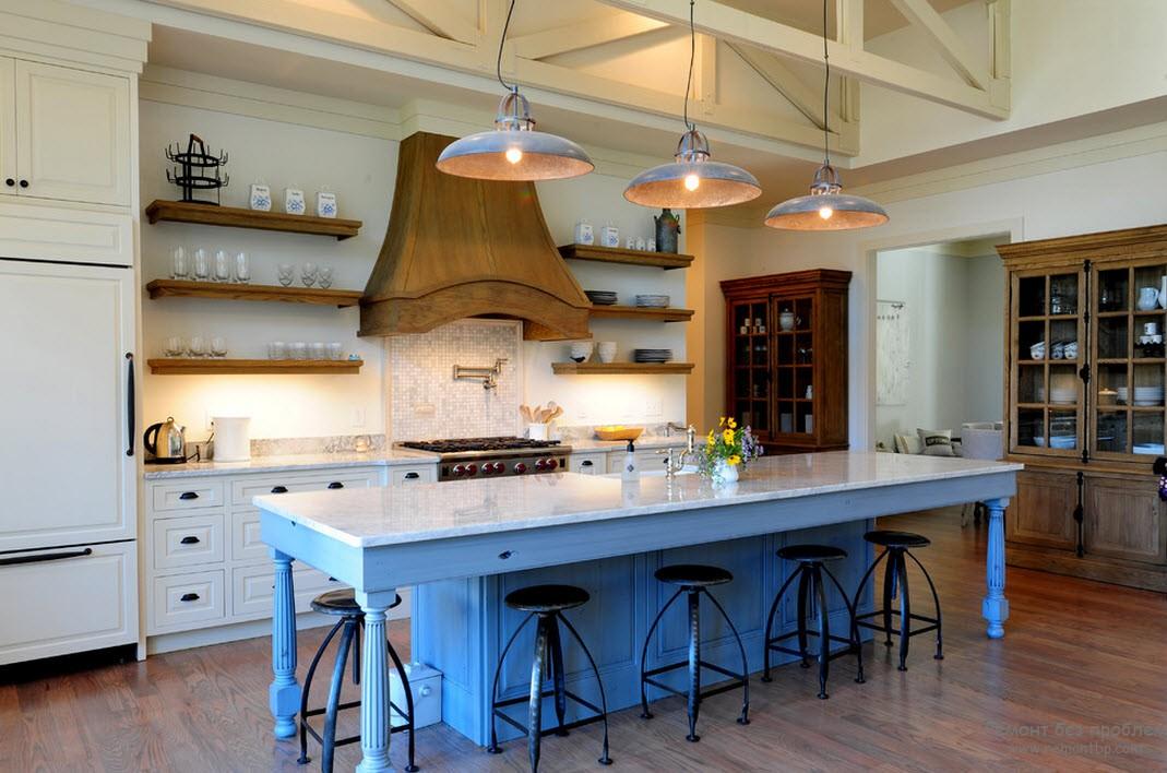 Использование открытых полок на кухне