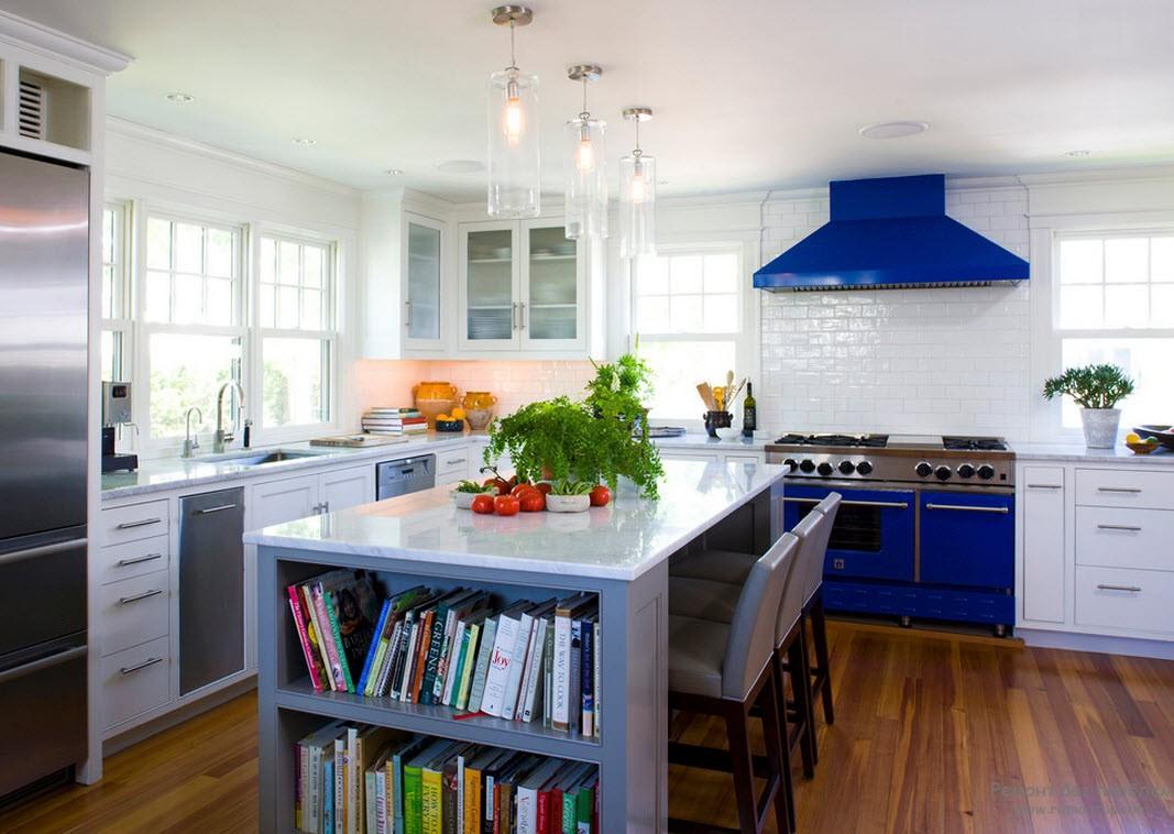 Синяя печка и вытяжка