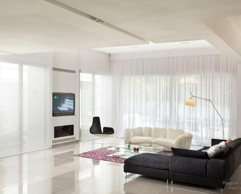 Прозрачные шторы в дизайне окна