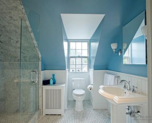 Голубое небо в ванной