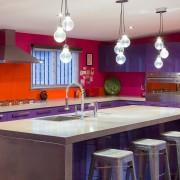 Темно-фиолетовый с яркими красками