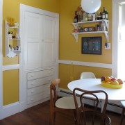 Желты стены в интерьере