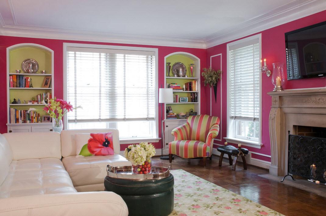 на фоне ярко=розовых стен мебель должна быть нейтрального цвета