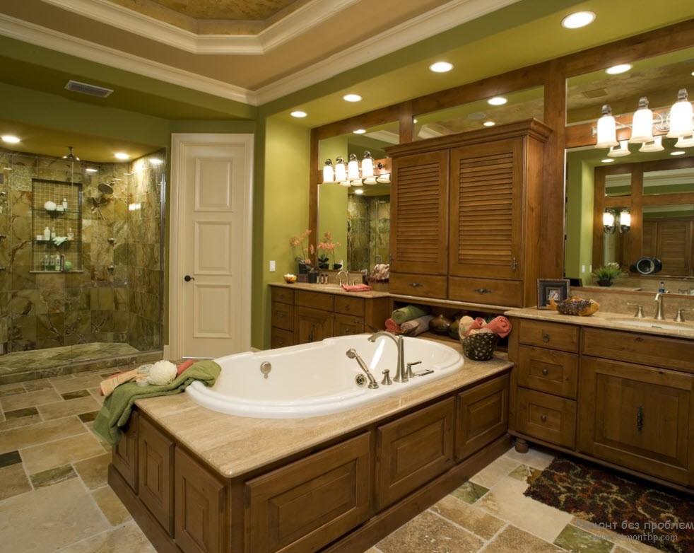 Оливковый оттенок с коричневым деревом = отличное сочетание для ванной комнаты