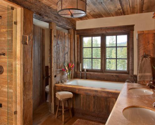 Деревянная ванная в стиле шале