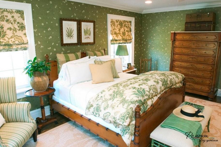 Фото интерьера с светло зелеными обоями