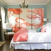 Картина из трех элементов в спальне