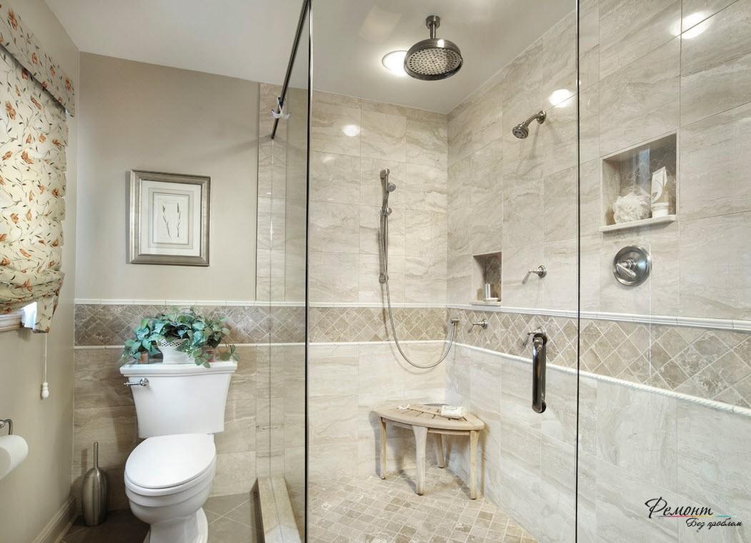 Даже небольшая полоска кафеля, уложенная наклонно, сужает ванную комнату