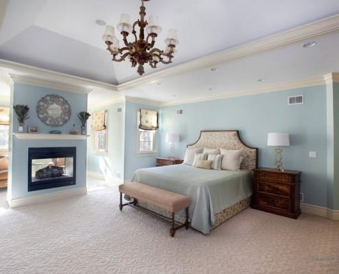 Классическая спальня в голубых тонах